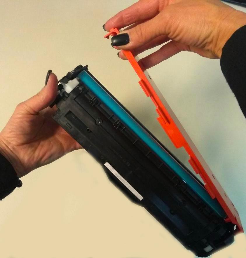 Eliminare il cover prottetivo dalla cartuccia hp e canon a colori